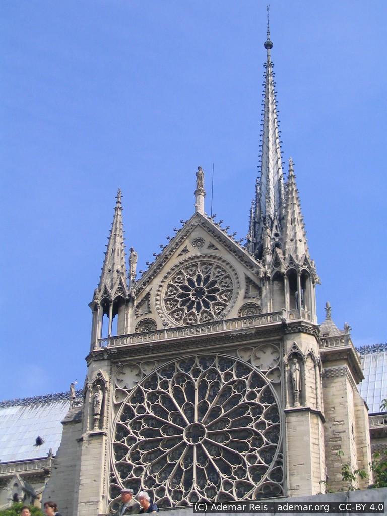 Tour por Paris - França: Torre Catedral de Notre Dame